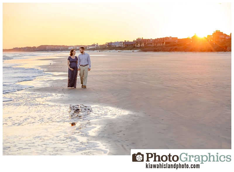 baby moon photos in kiawah beach at golden hour